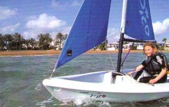 гребная спортивная одновесельная лодка